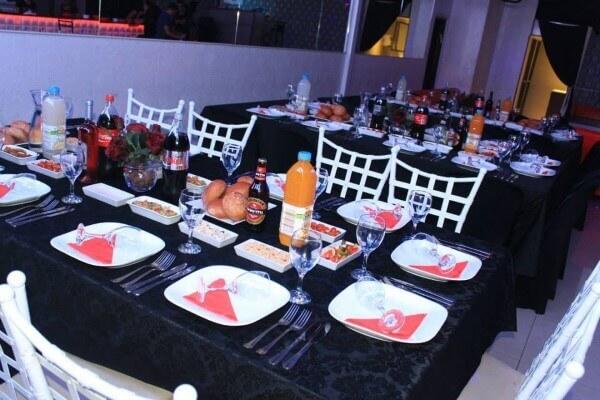 שולחן ערוך במסיבת בר מצווה בפעם בחיים