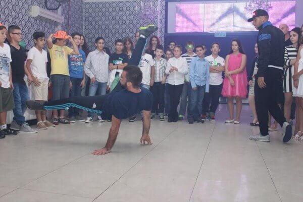 רקדן מקצועי באירוע בפעם בחיים